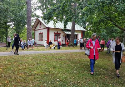 la 22.9. klo 14-17 Puistomakasiini Träskändassa!
